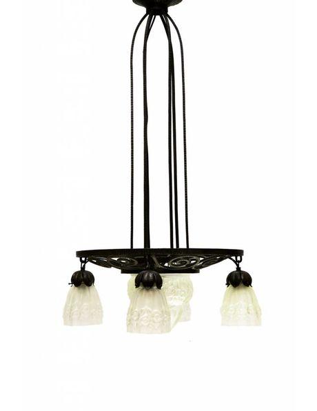 Grote Antieke hanglamp, Degue stijl, zwart metaal met persglazen kappen