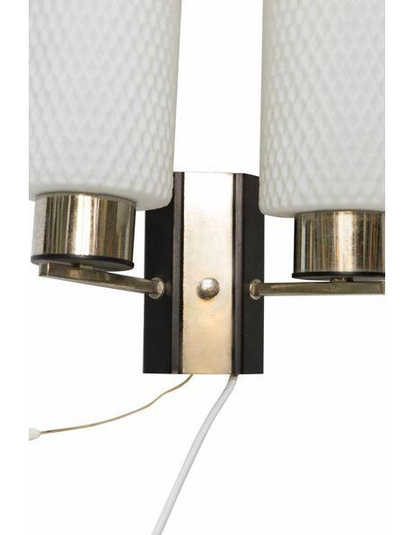 Muurverlichting, dubbele glazen cilinder aan chroom armatuur, ca. 1950