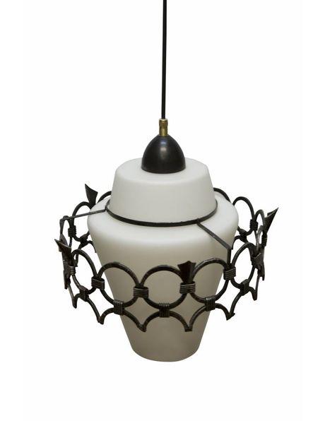 Hanglamp glas, metalen ring over wit glazen kap, ca. 1940