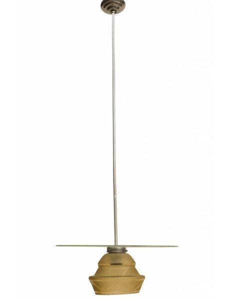 Hanglamp, geel kapje aan stang afgedekt door glazen plaat, ca. 1940