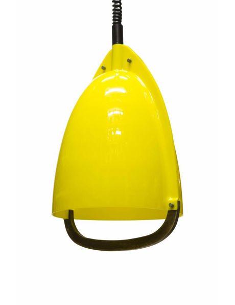 Hanglamp, knal geel met houten handvat, trekpendel, ca. 1950