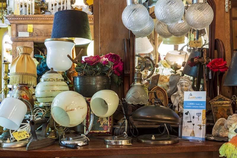 Wandlamp retro, hout armatuur met 2 glazen kapjes, ca. 1940