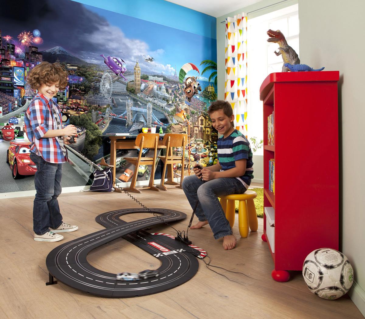 Disney Edition 4 Kinderbehang Komar - Kinderkamer behang CARS WORLD