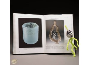 Engraved Glass. International Contemporary Artists by T. en M. Goodearl