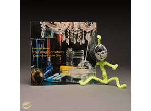 The magic of kitsch. Das romantische Glas by Gernot H. Merker