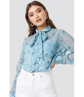 NA-KD Floral print sheer pussy bow blouse lichtblauw 1018-002723
