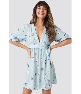 NA-KD Deep V mini dress lichtblauw 1018-002721
