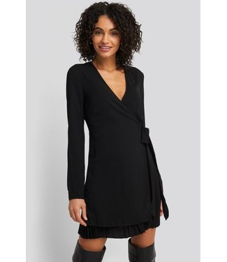 NA-KD Overlapped pleat detailed mini dress zwart 1018-003235