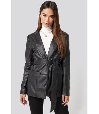 NA-KD Tied front faux leather blazer zwart 1018-003212