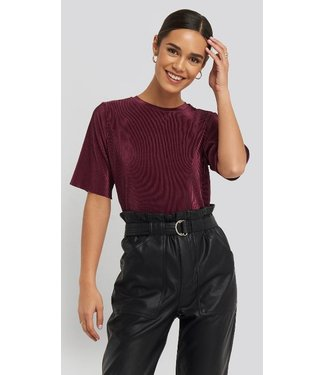NA-KD Pleated short sleeve top rood 1100-001749