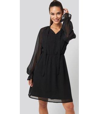 NA-KD Chiffon buttoned dress zwart 1100-001996