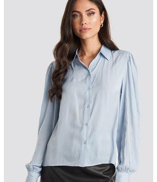 NA-KD Volume sleeve shirt lichtblauw 1018-003704