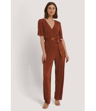 NA-KD Pleated tie jumpsuit bruin 1018-004200