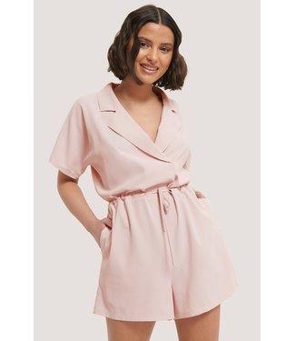 NA-KD Tie waist playsuit roze 1018-005278
