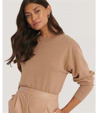 NA-KD Shape waist sweater zand 1018-004601