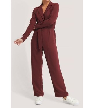 NA-KD Belted straight leg jumpsuit rood 1018-005404