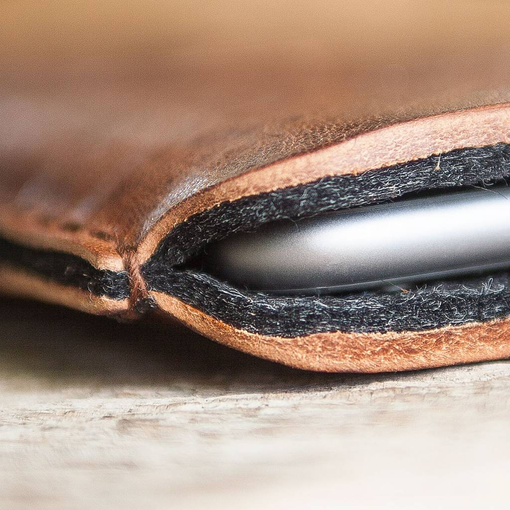 """iPhone 11, Pro, Max leather case, sleeve """"Katastophenschutz wild brown"""" with felt lining"""