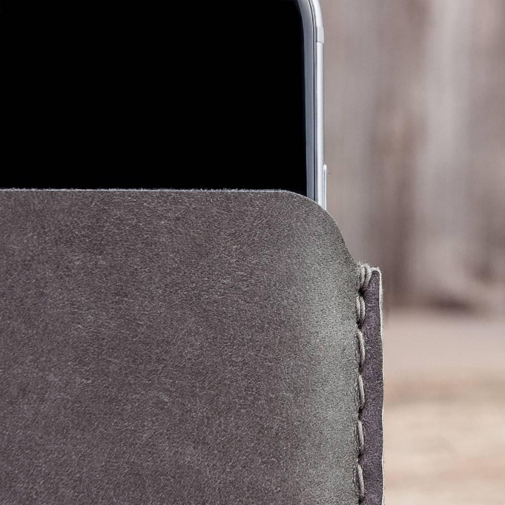 iPhone 13 12 11 Pro Max mini SE 8 leather sleeve gray with felt lining and insert pocket BASALT