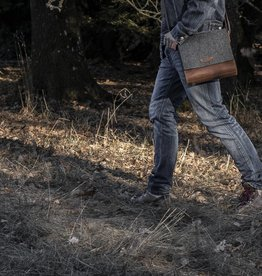 """Werksbote Emil"" in brown, messenger bag, felt and leather"