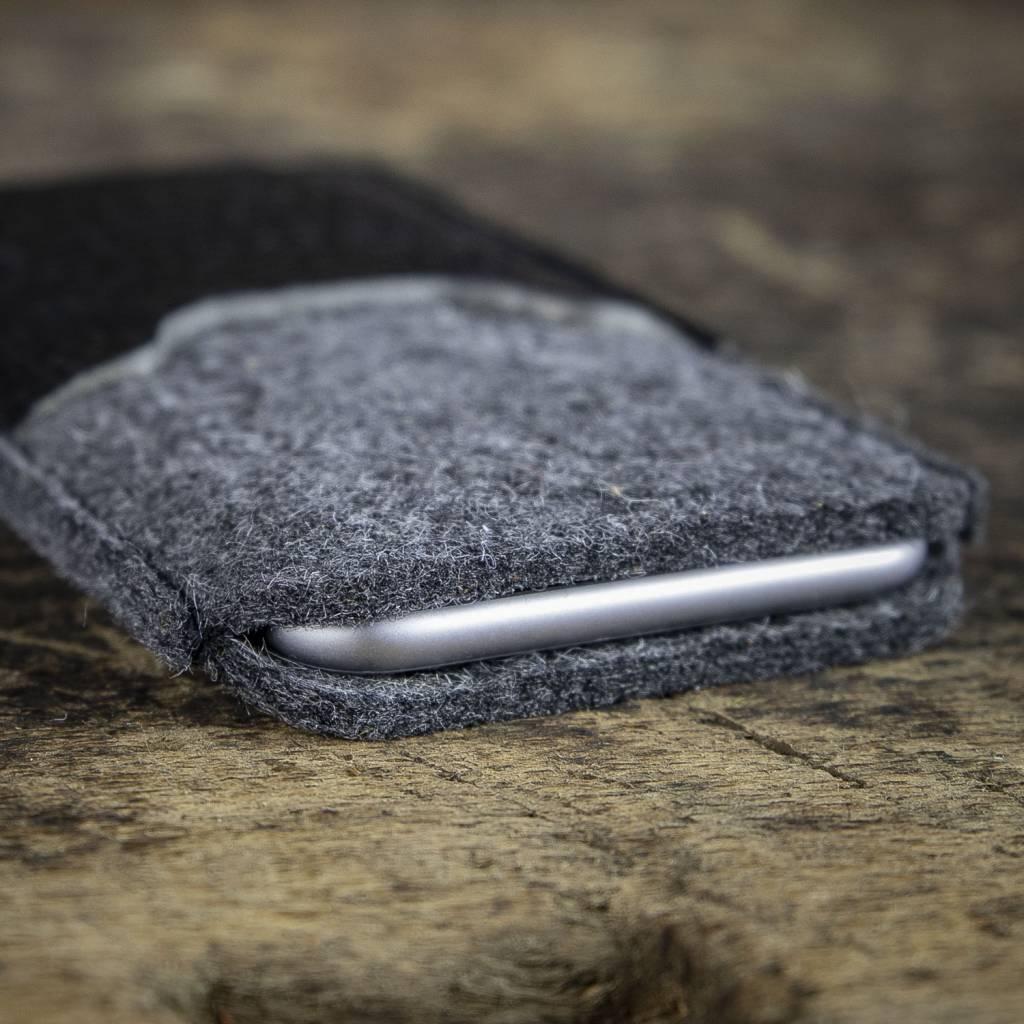 iPhone 13 Pro Max mini felt sleeve with leather compartment SCHUTZANZUG