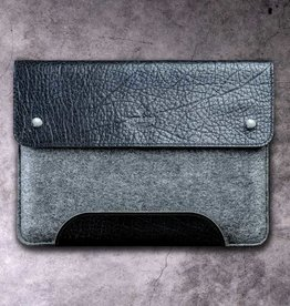 """Werkzeugtasche Tiefschwarz"" for MacBook Pro case leather felt sleeve"
