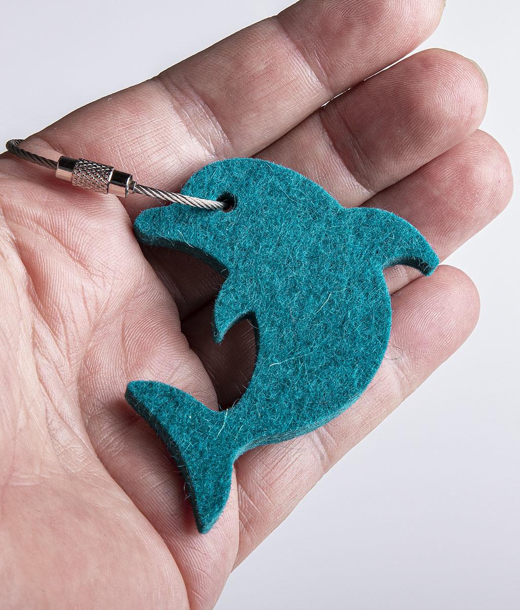 Filz Schlüsselanhänger Delfin, Delphin petrol meliert mit Stahlseil