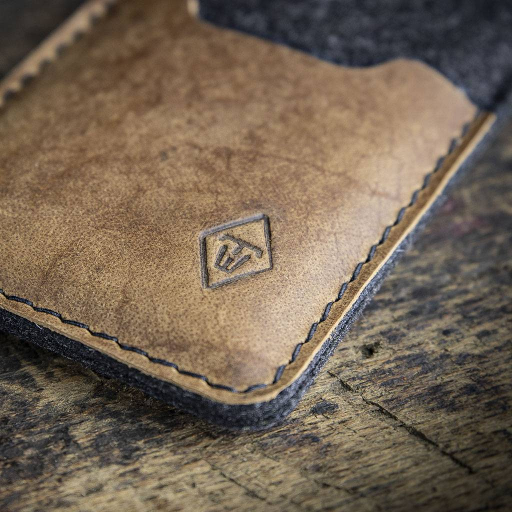 iPhone 11, Pro, Max felt sleeve with rustic, brown vintage leather SCHUTZGEHÄUSE