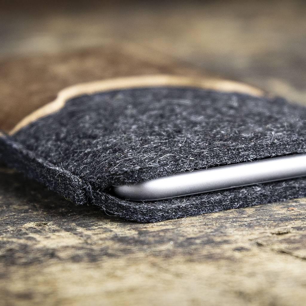 iPhone 13 Pro Max mini 12 11 SE 8 SE felt sleeve with rustic, brown vintage leather SCHUTZGEHÄUSE