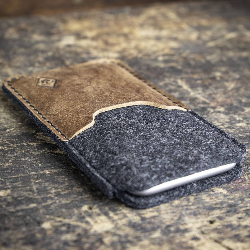iPhone 11, Pro, Max, SE felt sleeve with rustic, brown vintage leather SCHUTZGEHÄUSE