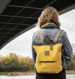 """HukkePakk"" leather backpack in corn-yellow"