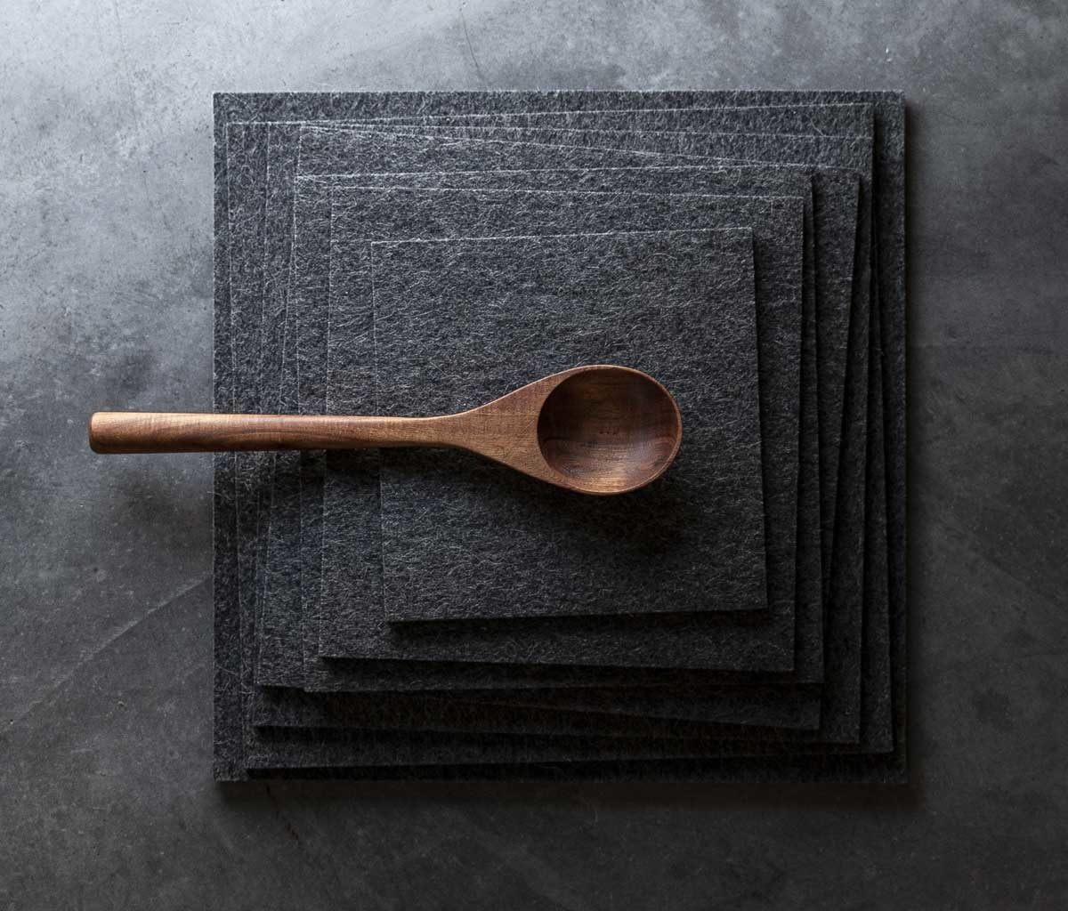 Felt placemats square dark gray mixed