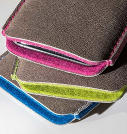 SCHUTZPATRON iPhone 13 12 11 Pro Max mini SE Leder Hülle mit farbenfrohem Filz-Innenfutter