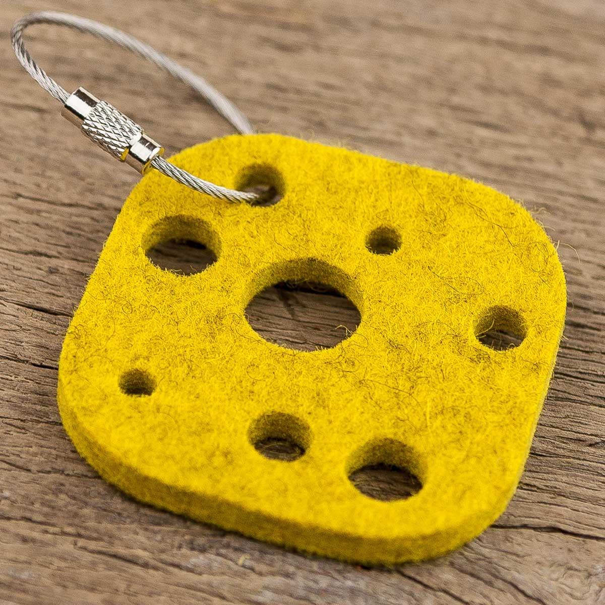 Filz Schlüsselanhänger Käse, gelb – auch als Geschenkanhänger