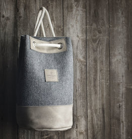 """drawstring backpack for gym, sports and leisure MEERWERK made of felt dark gray and leather """"stone"""""""
