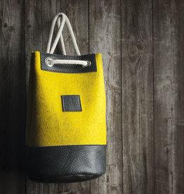 Drawstring duffel bag / backpack MEERWERK from felt mustard mixed & leather black