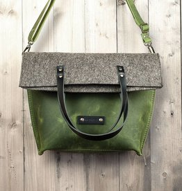 Charakterstück – green leather & felt, crossbody bag messenger bag