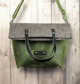 Charakterstück – grünes Leder & Filz Umhängetasche Messenger bag