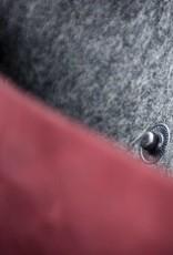 Umhängetasche aus rotem Leder und Filz CHARAKTERSTÜCK