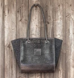 """Resultat"" shoulder bag leather blackwith felt"