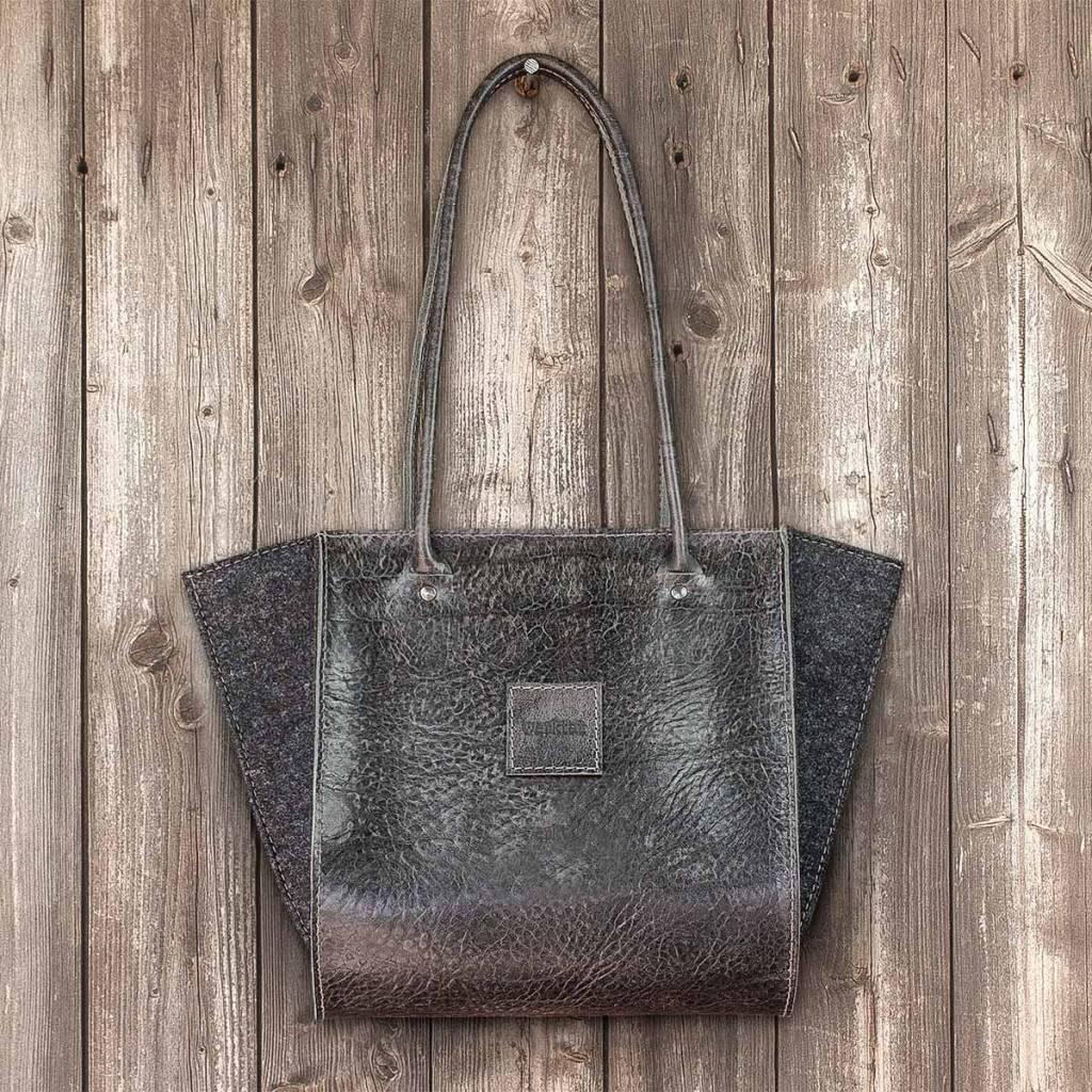 """shoulder bag, handbag, leather bag, felt bag, """"Resultat"""" in vegetable-tanned black leather"""