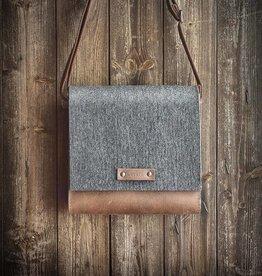 Messenger Bag, Umhängetasche EMIL aus grauem Filz und Leder in braun