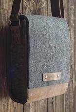 """Messenger bag felt leather brown shoulder bag """"Werksbote Fritz"""" for men & women"""