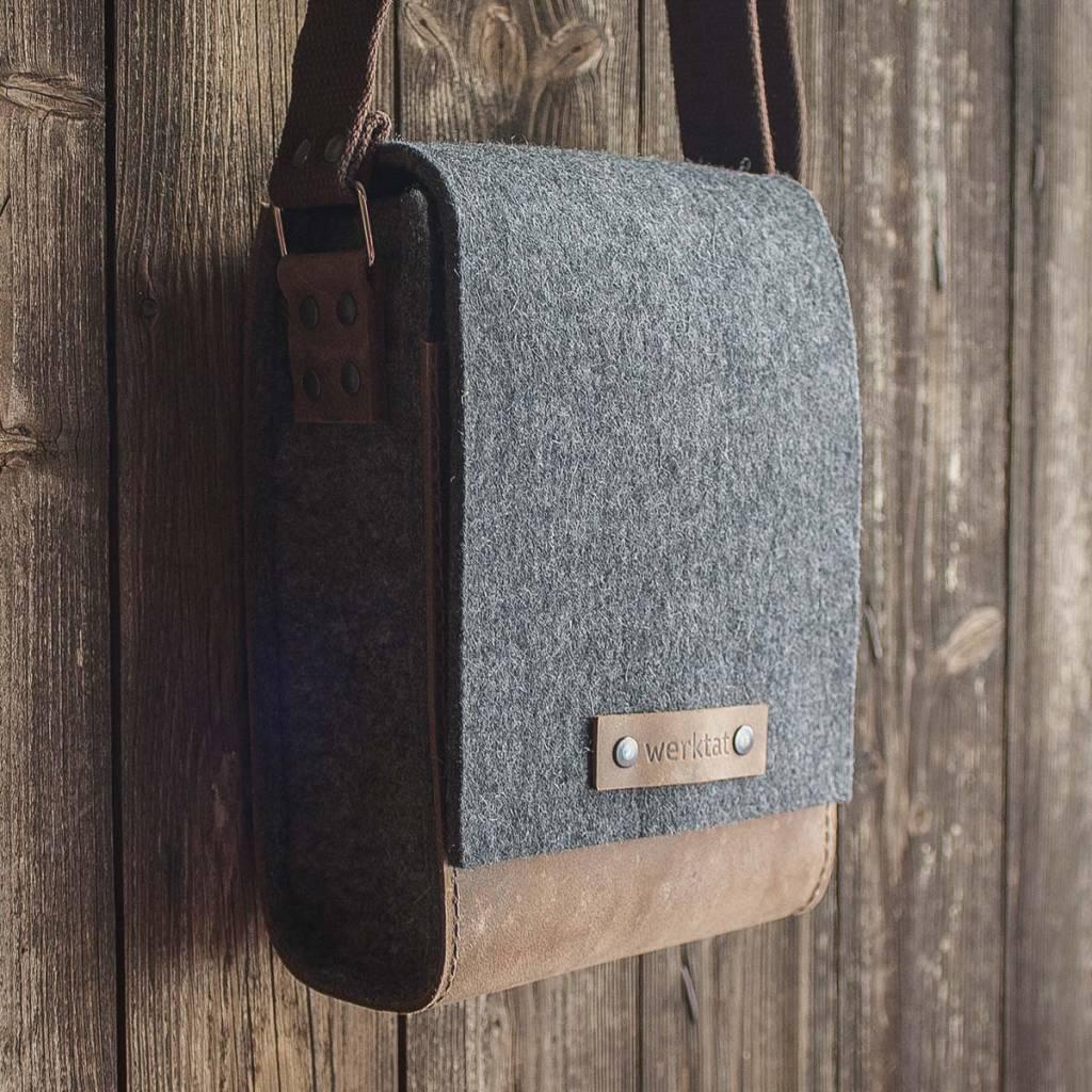 Shoulder bag in grey felt & brown leather WERKSBOTE FRITZ for men & women