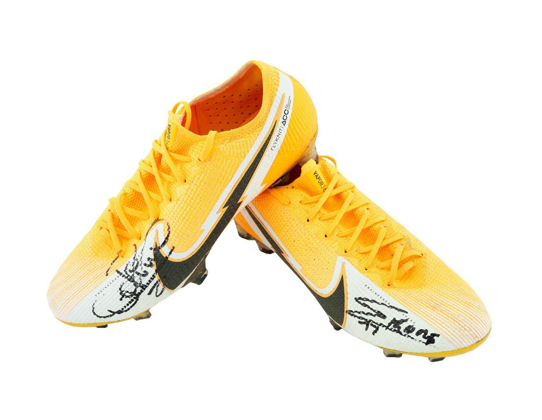 Football shoes Player Nr77 Mamadou Koné