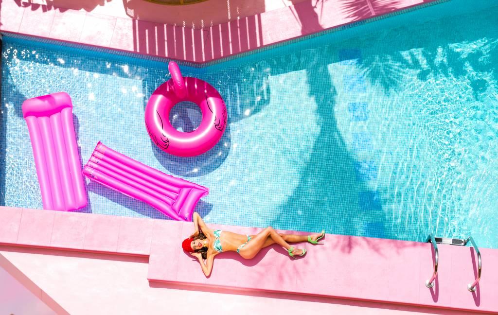 Umo Art Gallery Pool Dreams