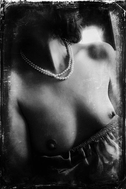 Umo Art Gallery Pearls