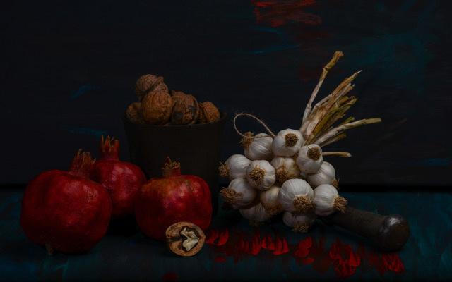 Umo Art Gallery Still life with garlic, walnuts and pomegranates