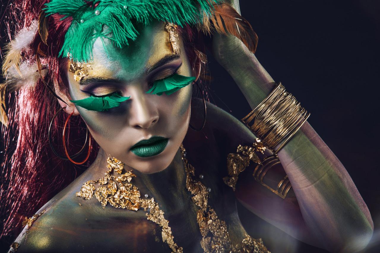Umo Art Gallery girl with body art _Gold