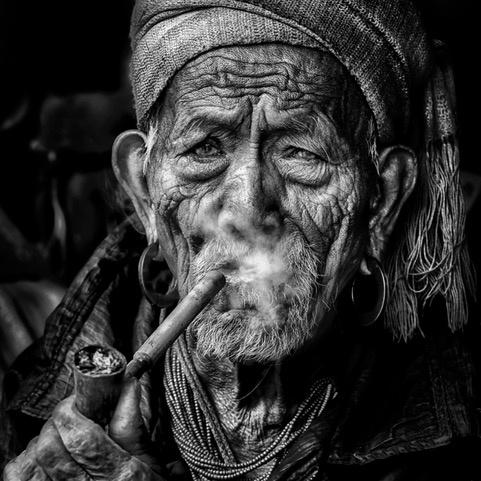 Umo Art Gallery Elderly smoker