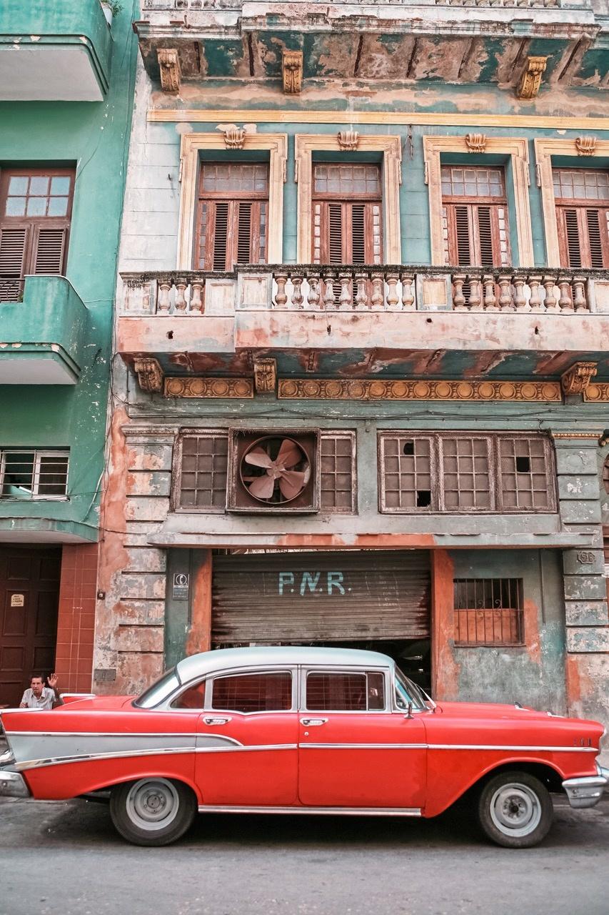 Umo Art Gallery Cuban car 9